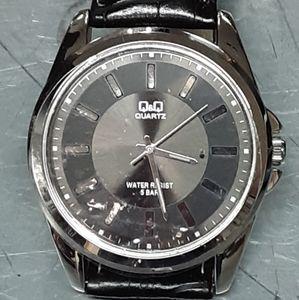 New Q&Q quartz black wrist watch